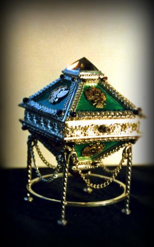 коробочка декоративная. серебро 925, золото 585, морионы, гранаты, эмаль высота 6,5 см.